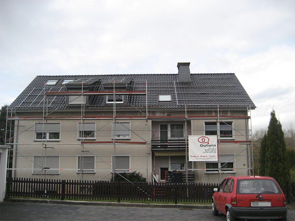Dachdecken Mehrfamilienhaus
