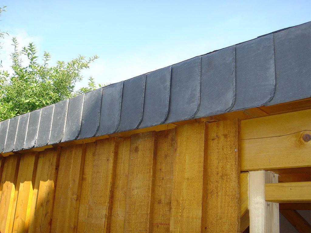 Carport Dachkante mit Schieferverkleidung