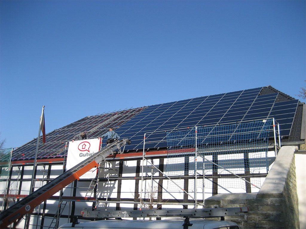 Fachwerk mit Photovoltaikanlage