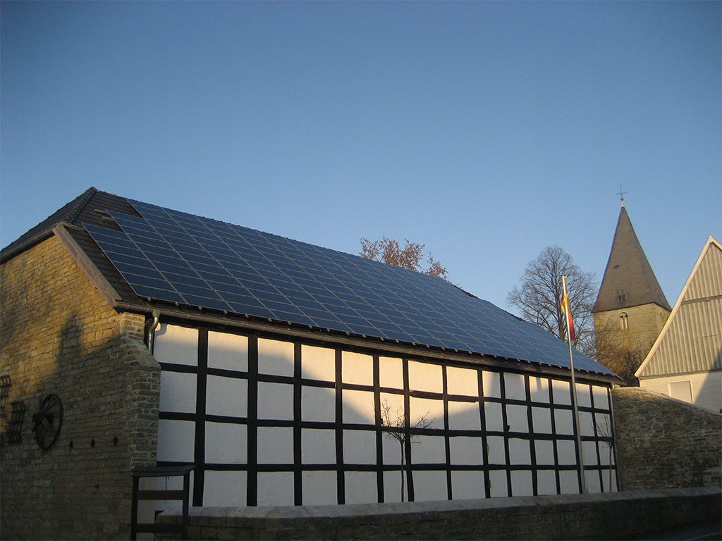 Fachwerkhaus mit Photovoltaikanlage