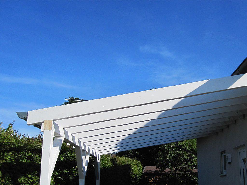 Holzkonstruktion für Vordach